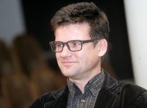 """Aktieris Vilis Daudziņš piedalās biedrības """"Laiks kultūrai"""" rīkotajā preses konferencē, kurā informē par plānoto nākamā gada valsts finansējumu kultūras jomai."""